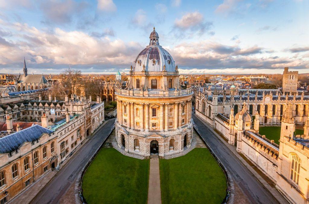 Oxford University Pershing Square Scholarship in UK