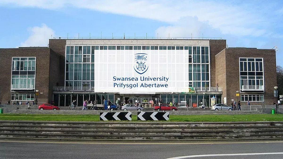 School of Management Developing Futures Scholarship in UK